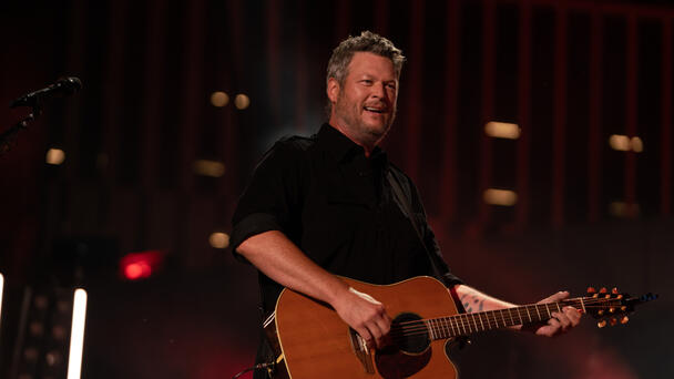 Blake Shelton Is Bringing 'Bragging To A Whole New Level' On 'The Voice'