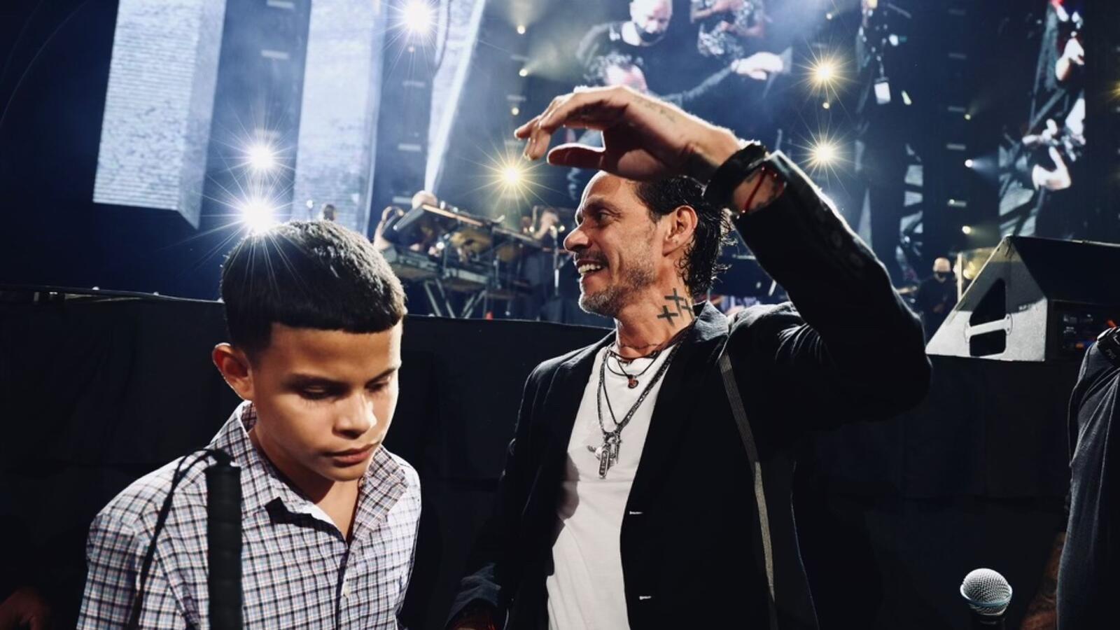 MARC Anthony bajó del escenario para cantarle a un NIÑO CIEGO (VIDEO)