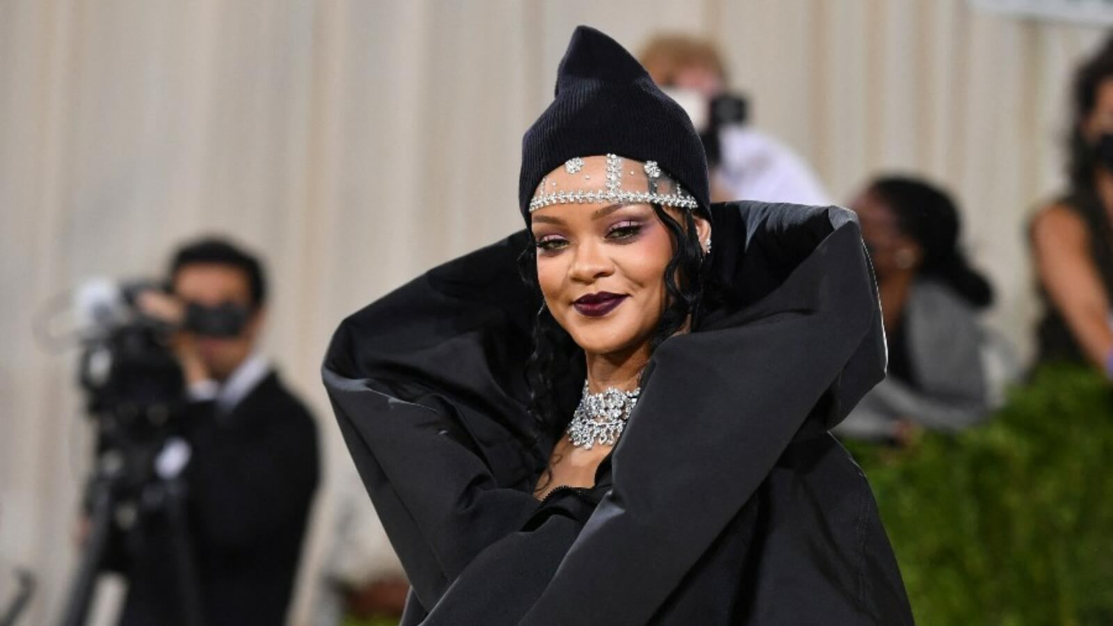 Here's The First Thing Rihanna Did When She Became A Billionaire