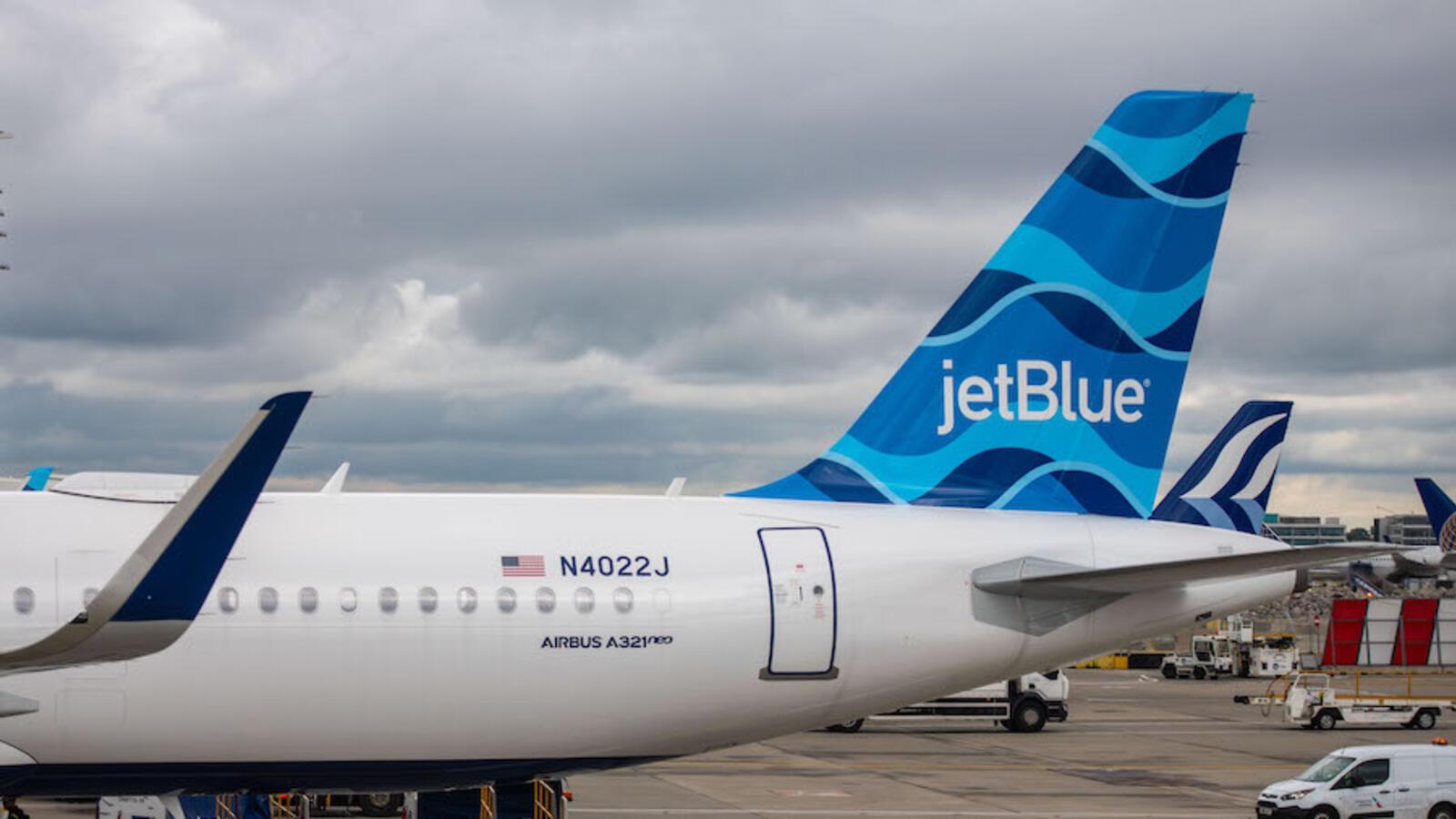 JetBlue Passenger Chokes Flight Attendant With Tie, Asks To Be Shot