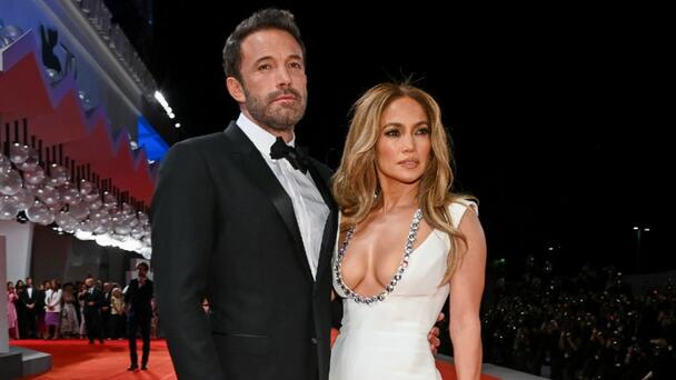 Jennifer Lopez & Ben Affleck Pack On The PDA During NYC Stroll