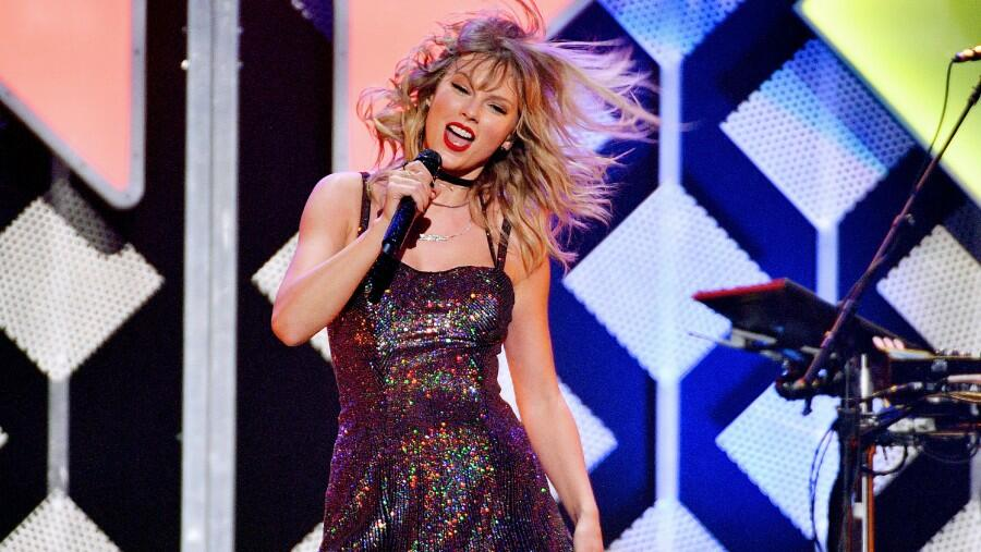 Taylor Swift Bumps Release Of 'Red (Taylor's Version)' A Week Earlier