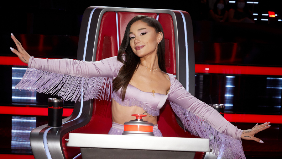 Ariana Grande Cleans Up Her Own Messes On Set Of 'The Voice'