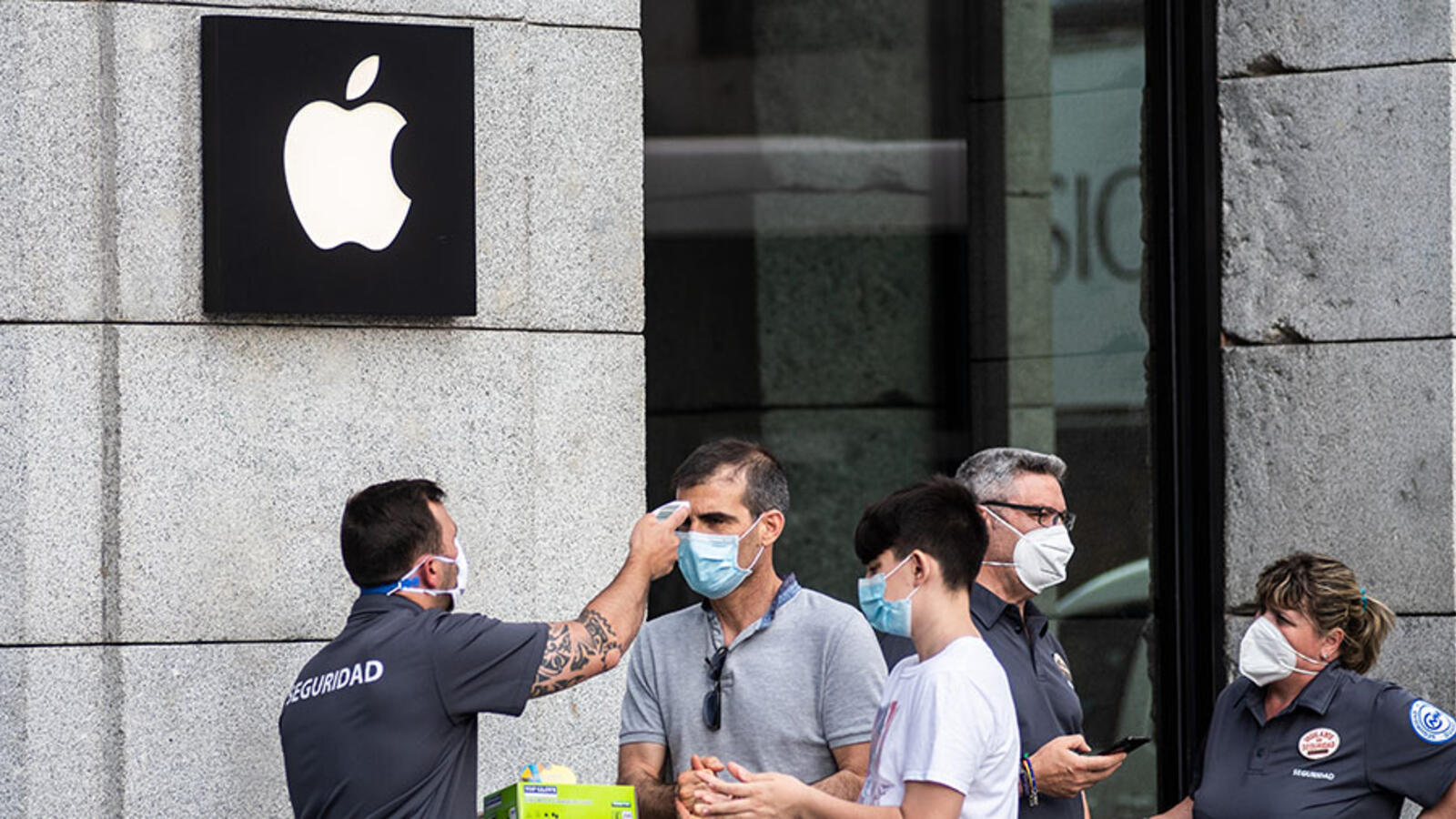 Apple To Require Some Unvaccinated Employees To Undergo Daily COVID Testing