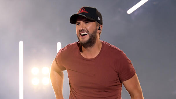 Luke Bryan Rescues Woman Stranded By Flat Tire On Tennessee Road