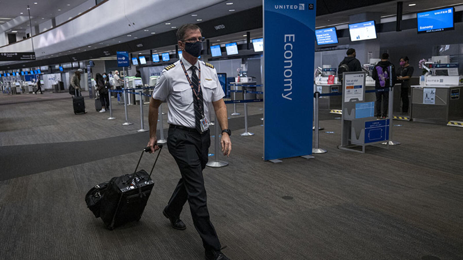 United Suggests Vaccinated Pilots Won't Fly With Unvaccinated Coworkers
