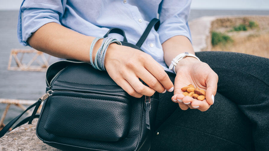 Healthy Snacks to Eat While Traveling