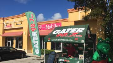 Photos - Gater 98.7 at T-Mobile in PSL with Andy