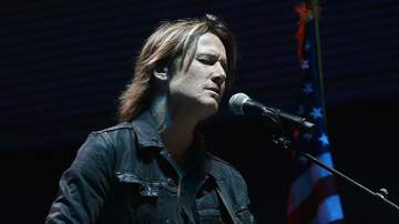 Country News - Keith Urban Performs Bridge Over Troubled Water at Nashville Vigil