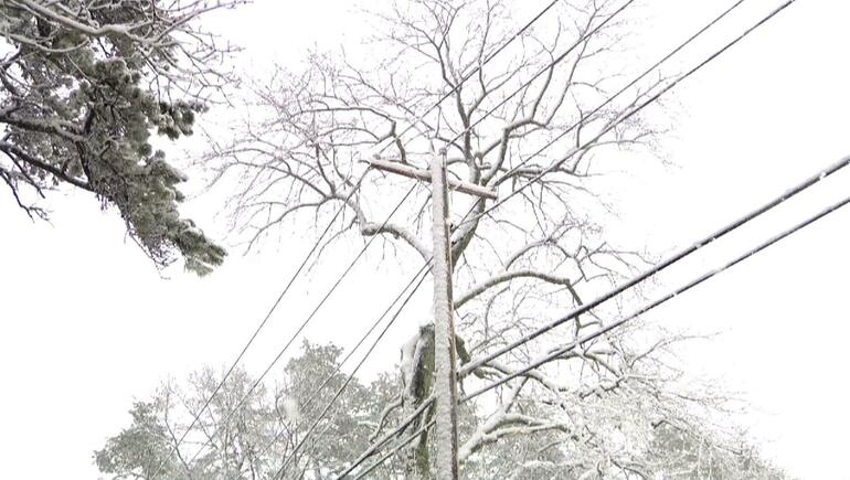 East Coast Digs Out From Spring Nor'easter