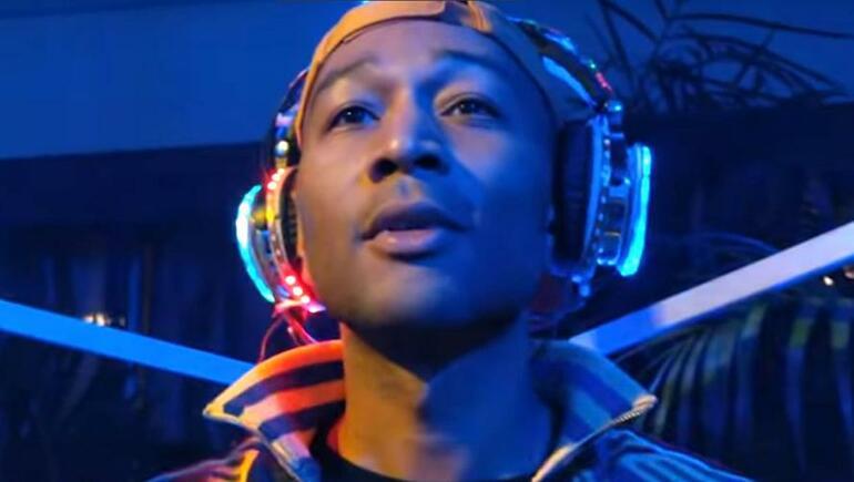 REGARDEZ : John Legend est le nouveau DJ branché