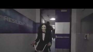 Eric The Funky 1 - Stephen Curry Enters The Arena As JigSaw For Halloween