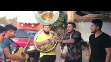 Isaac Quinonez - Vocalista de Banda los Recoditos cantando Despacito de Luis Fonsi