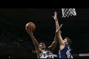 Highlights: Giannis Antetokounmpo scores 27, Bucks top Mavs