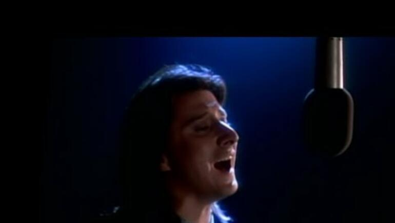 Steve Perry Spotted at a Birthday Party (PHOTO)