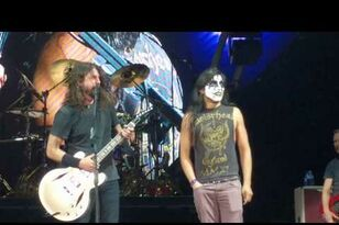 "KISS Guy Shreds ""Monkey Wrench"" w Foo Fighters"