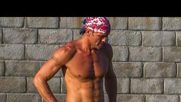 #WhatsAwesome Week - Tim McGraw uses working out as crew team-building