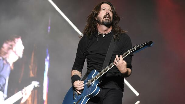 Here's Why Foo Fighters' 'Everlong' Is Climbing The Charts Again After A...