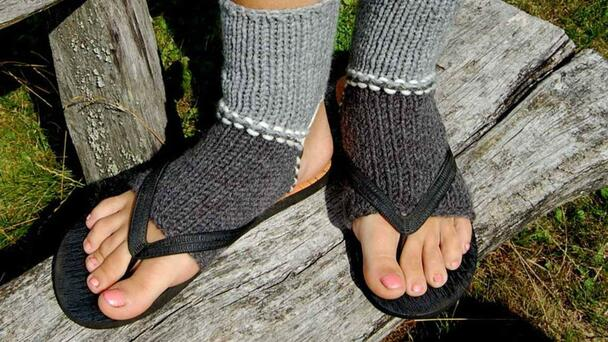 The Yanks Are JUST Catching On To The Concept Of Socks With Thongs