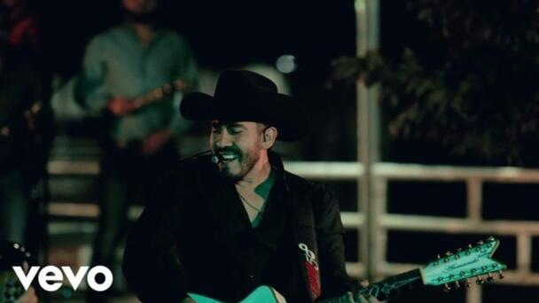 "Calibre 50 lanza ""A la antigüita"", con video en vivo"