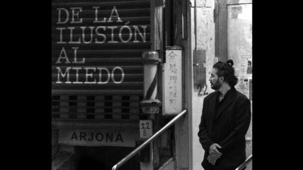 """Arjona estrena un nuevo clásico de la música romántica, """"De la ilusión a..."""